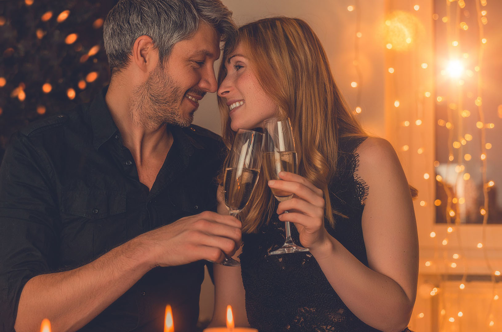 Masaż dla zakochanych, z winem musującym w blasku świec 90 minut - dla dwojga