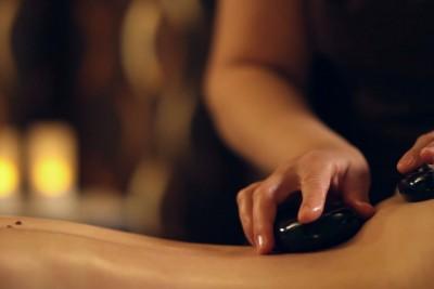 Masaż Relaksacyjny Gorącymi Kamieniami Brazylijskimi tył ciała 60 minut - dla niej
