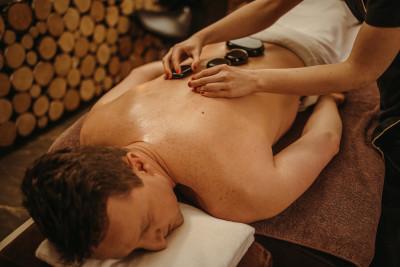 Masaż Relaksacyjny Gorącymi Kamieniami Brazylijskimi tył ciała 60 minut - dla niego